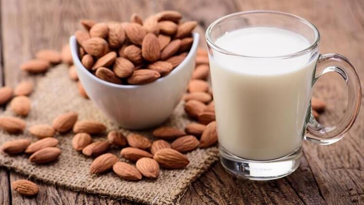 Evde badem sütü nasıl yapılır?