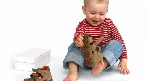 Bebeklere ne zaman ayakkabı giydirilmeli?
