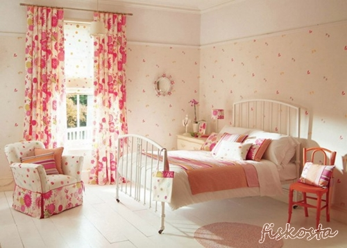 Minimalist-Bedroom-Decoration-with-Floral-Wallpaper-600x429[1]