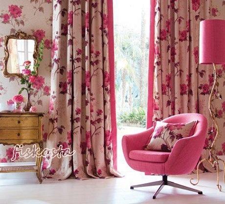 Pembe-koltuk-pembe-çiçekli-perdeler-pembe-abajur-tasarımı-ile-pembe-ev-dekorasyon-modeli[1]